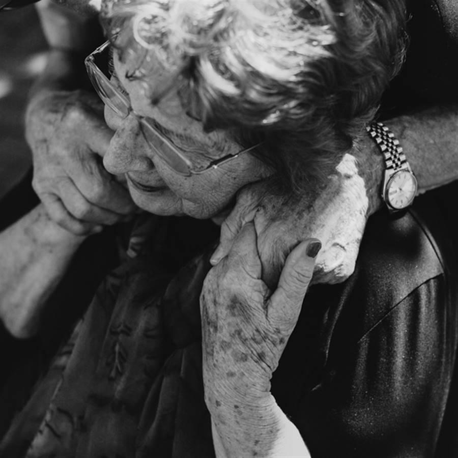 Cuidando a las madres mayores con demencia