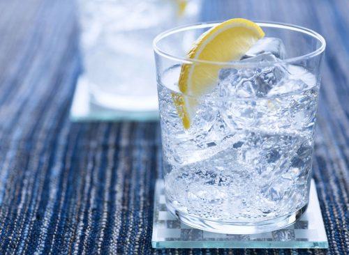 Agua con hielo de limón: pérdida de peso poco saludable