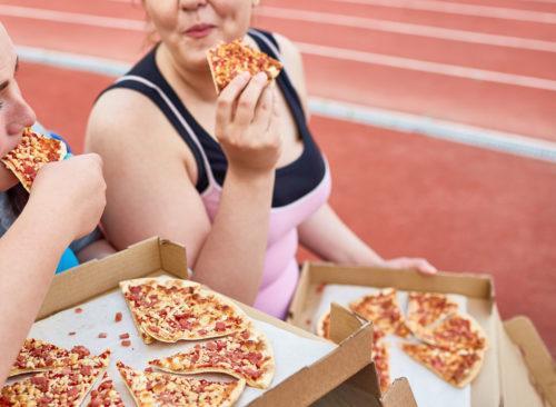 Comer pizza poco saludable después del ejercicio: pérdida de peso poco saludable