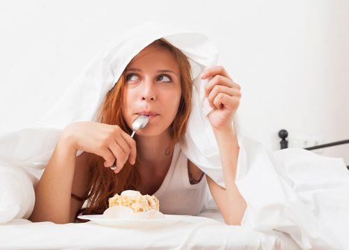 No comas en la cama para adelgazar
