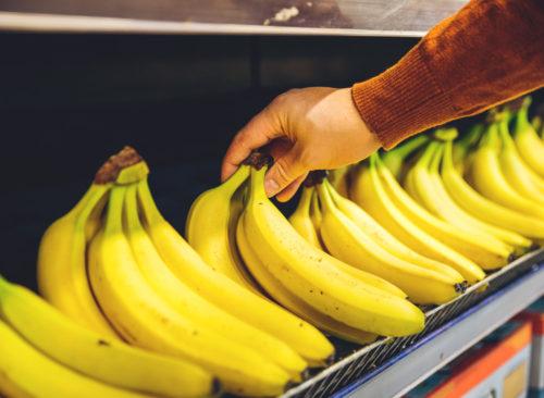 Elija diferentes estantes de plátano